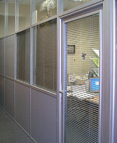 Anodized profile in NAYADA partitions